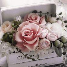 Serviette mit Blumenarrangment in einer Truhe, 20 Stück, 33*33 cm